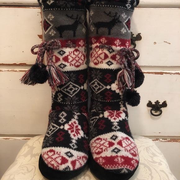 5d4e8a54c71 Muk Luks Shoes - Original Muk Luks Bootie Slippers 6 1 2 - 7 1